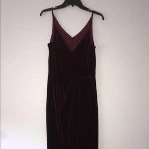 Prom Dress : Maroon with Vneck and Leg slit